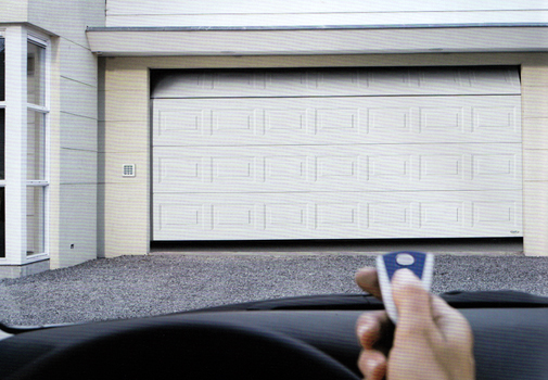 Garagepoort met een motor: iets voor u?