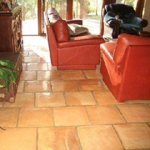 Een gezellige sfeer met de natuurlijke uitstraling van terracotta tegels